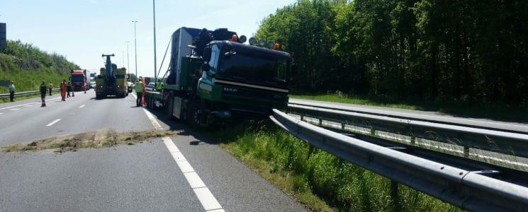 A73 vrachtwagen met klapband 10-05-16