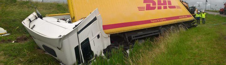 A15 wagen met latex in sloot